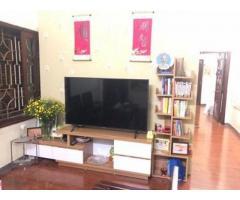 Cho thuê căn hộ tầng 4 khu tập thể số 20 ngõ 230 Lạc Trung, quận Hai Bà Trưng.