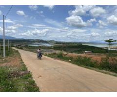 A22. Cần bán lô đất 80m mặt tiền đường bê tông 3600m2 giáp nước, giá 3,6 tỷ.
