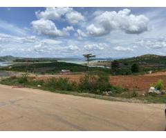 Cần bán lô đất 80m2 mặt tiền đường bê tông 3600m2 giáp nước, giá 3,6 tỷ.