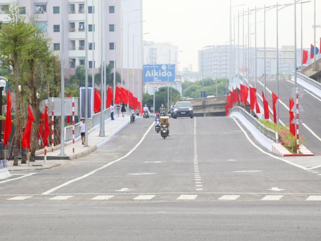 Bán nhà Ngọc Hồi, Linh Đàm, ô tô, KD, 53m2x 4T, MT 4.6m, giá 4.95 tỷ. LH 0966456918.